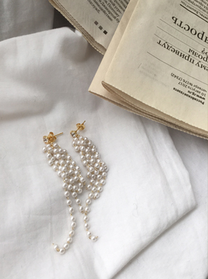 Flying pearls, earring