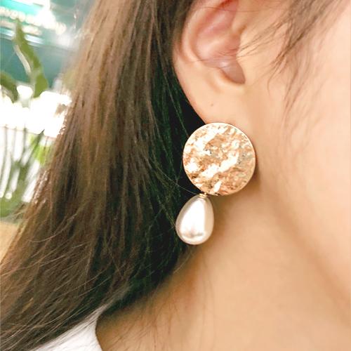 Mer, earring