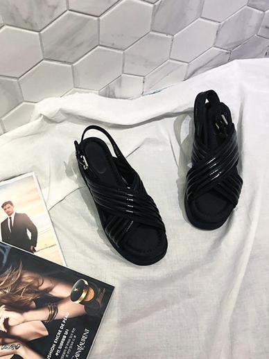 Seri Om, Sandals