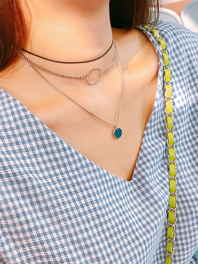 One-Mom Chance, Necklace