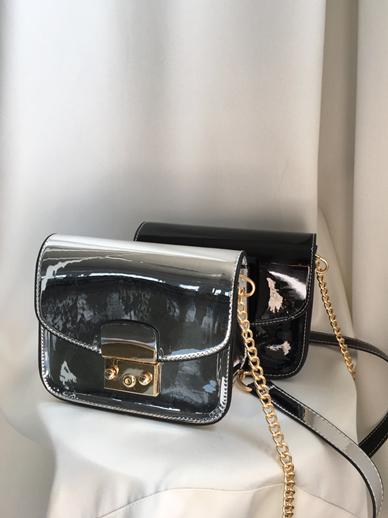 Bella, Bag