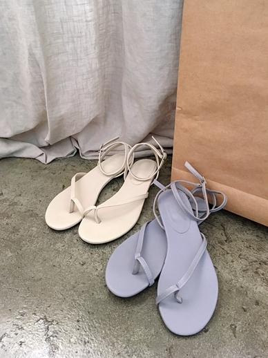 Lens, Sandals