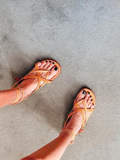 Hyest, Sandals