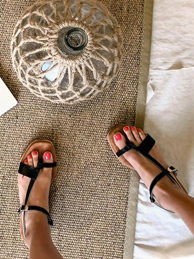 Unitas, Sandals