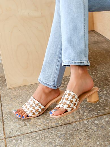 Newella, Middle heel