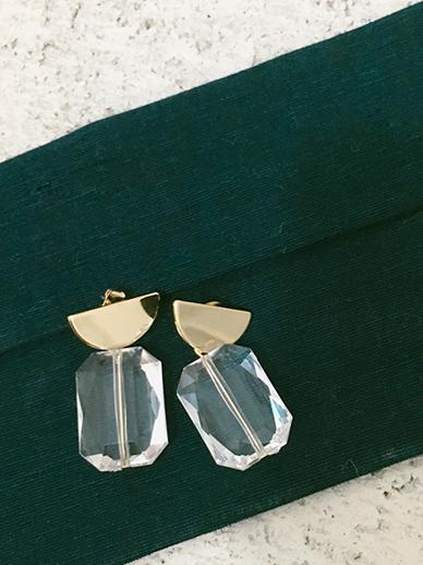 Black tee, earring