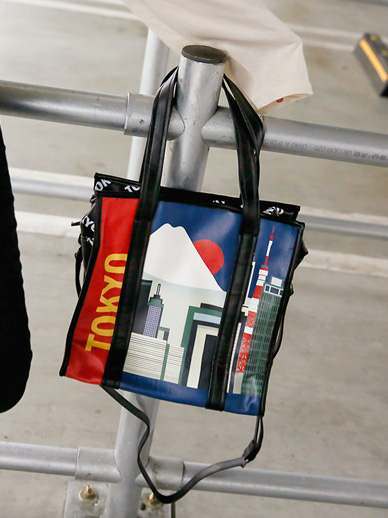 World Travel, Bag