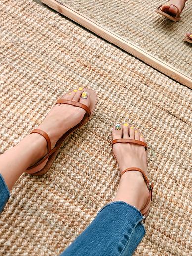 Nana, Sandals