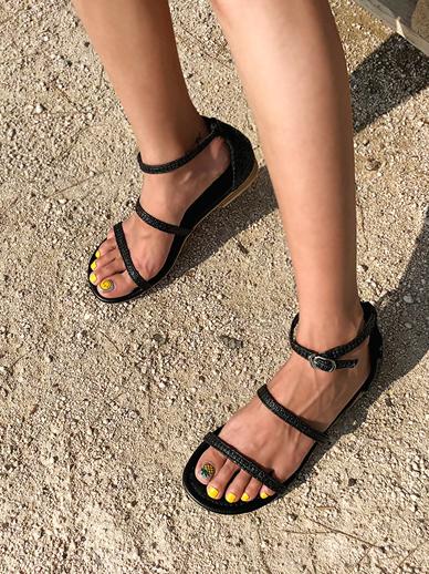 Kay Bang, Sandals