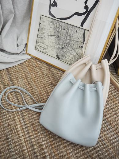 Modry, Bag