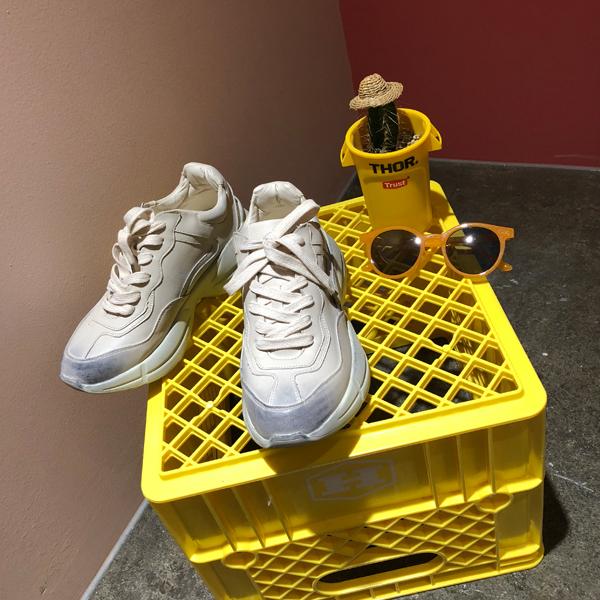 Mondo, Sneakers