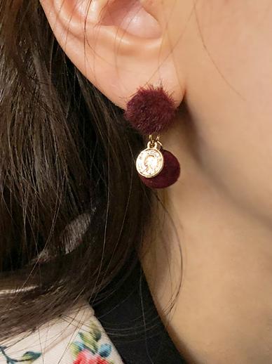 Yomi Fong, earring
