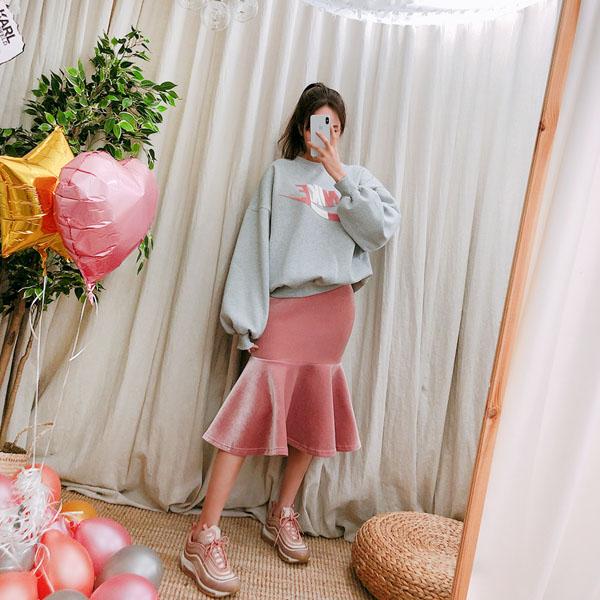 Merland Velvet, Skirt
