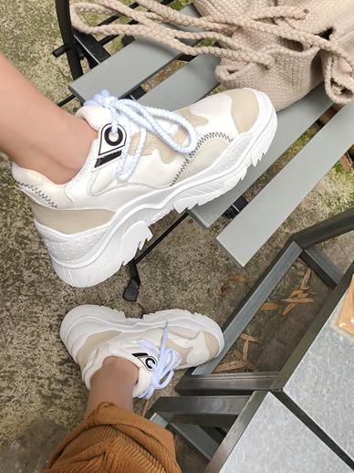 Pokey Pokey, Sneakers
