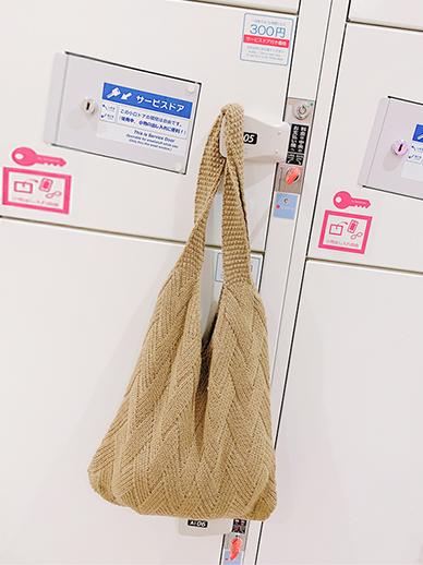 Enad, Bag