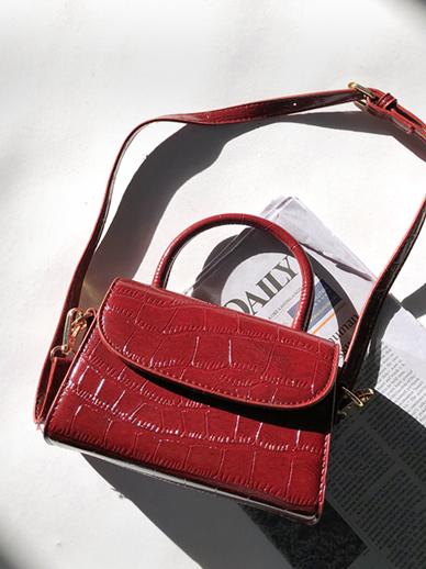 Nanato, Bag