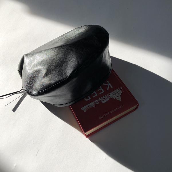 Elastic, Hat
