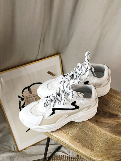 Chio, Sneakers