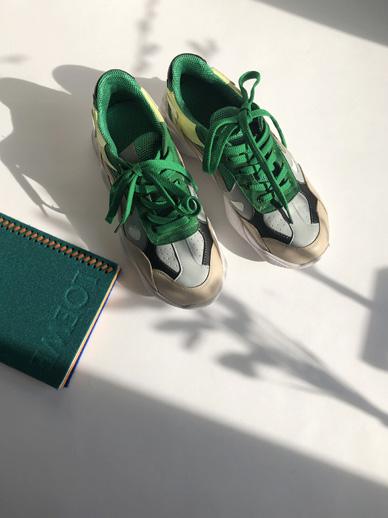 Monde, Sneakers