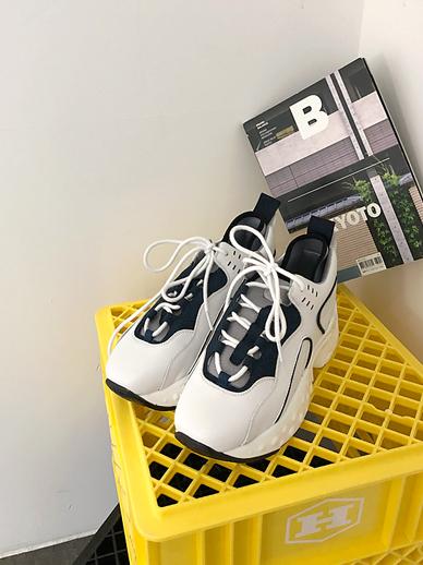 Akwend, Sneakers