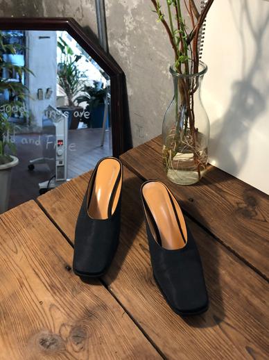 Middle heel