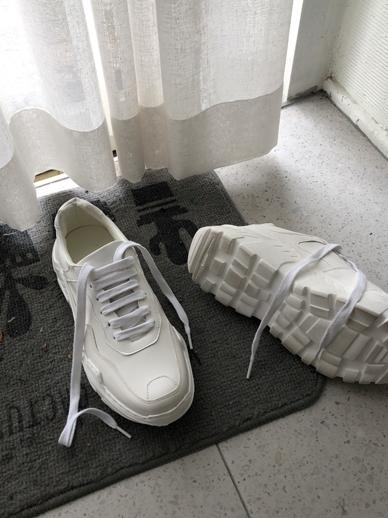 Eleniah, Sneakers